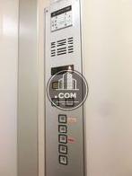 エレベーター内の操作パネル