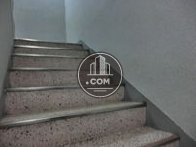 エレベーターの向かいに内階段があります