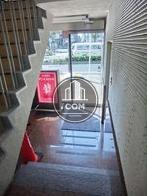 エレベーターから玄関を見た視点