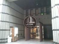 2階相当の高さがある、開放的な玄関です。