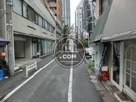 青山通りの路地にあります
