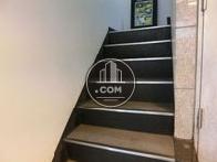 シックなカラーの階段