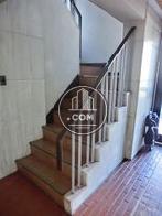 上階への階段です