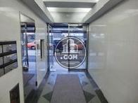 エレベーター側から正面玄関方向
