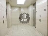 止まる階によって分けられたエレベーターです