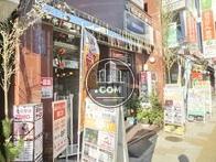 正面玄関横はオーナー様の経営する店舗があります