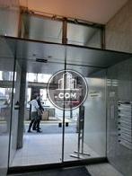ガラス製の自動扉