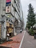 昭和通沿い側は賑やかな雰囲気です