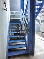 ブルーの外階段