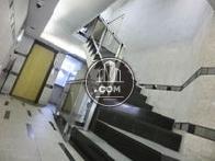 非常用階段はエレベーター前にございます
