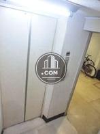 白いエレベーター扉、綺麗です