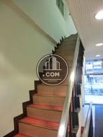エレベーター前にある内階段です
