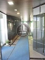 正面玄関入って左奥にエレベーターがあります
