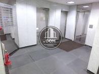 2基配列されたエレベーターホール
