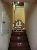 エレベーターを取り囲むように階段があります