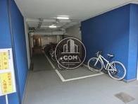 裏口に駐輪場もあります