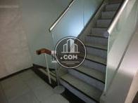 入口左手にある階段です