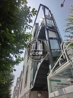 渋谷方面からですと螺旋階段が目印です