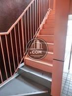 エレベーターの他に階段がございます