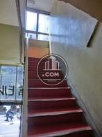 上階への階段