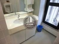 男子トイレの手洗いです
