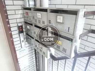 エレベーター横に設けられたポスト