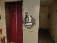 玄関を入ってすぐ左にエレベーターがあります