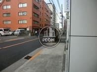 湯島駅に続く通りです