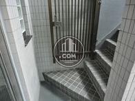 エレベーター前に外階段があります