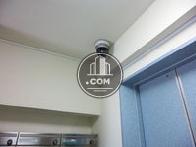 エレベーター前の防犯カメラ