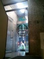 間口の広いガラス扉