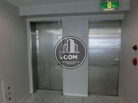 白基調としたエレベーターホール