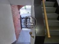 階段からみたエントランスです