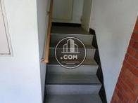 エントランス入るとすぐ階段があります