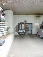 地下はビルトインタイプにの駐車場になっております