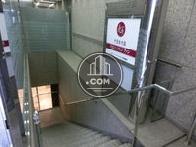 地下に繋がる階段