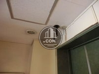エレベーター前にも防犯カメラがあります
