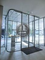 2重構造のガラス張り玄関口