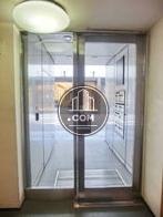片開きのガラス扉