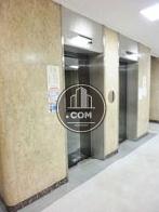 建物両サイドに配されたエレベーター