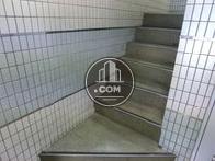 エレベーターの他に階段があります