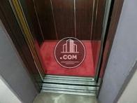 エレベーター内は綺麗な赤い絨毯が敷かれていまず