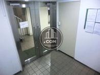 コンパクトなエレベーターホール内