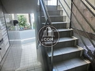 正面玄関前にある外階段