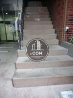 入口に階段もあります