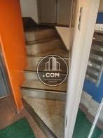 入り口入ってすぐ階段があります