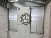 エレベーターは2基配列されています