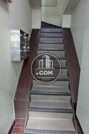 玄関入ってすぐ階段があります
