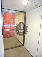 エレベーターホールの手前にもオートロック式自動ドアがあります