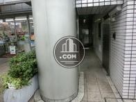 新宿通り面の正面入口です